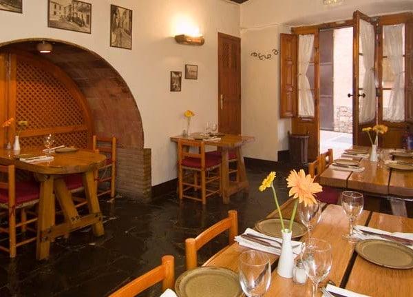 Restaurante la candelaria en peratallada su cocina y decoraci n no te dejar n indiferente red - Restaurant casa juanita ...