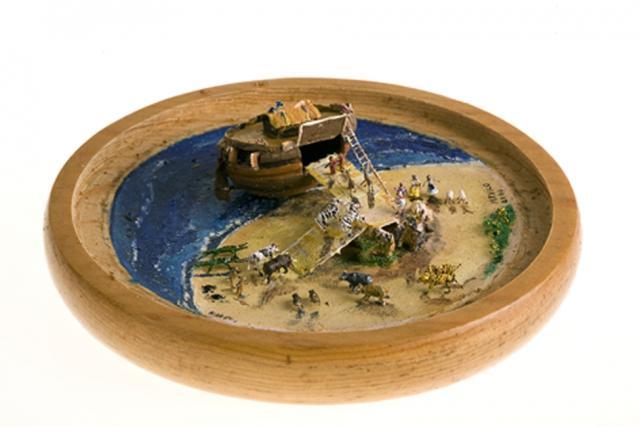 L'Arca de Noé,en una clova de nou. 7cm. Mèxic.