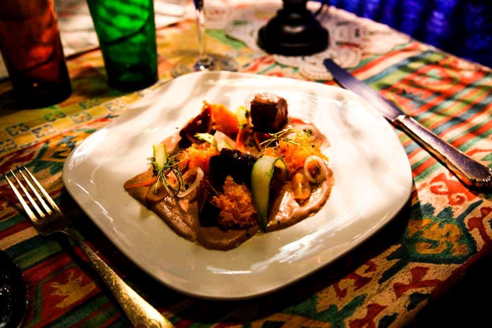 Restaurante La Candelaria - Peratallada  (Magret a la plancha con higos, pimientos del piquillo y vegetales)