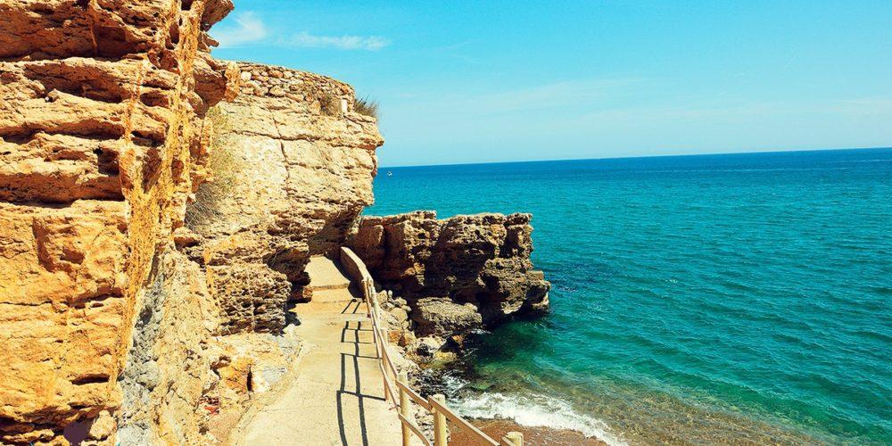 Camino de ronda al paso por Illa Roja